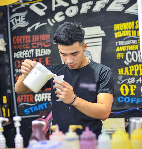 bán hàng, trai đẹp bán hàng, quán cà phê