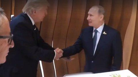 TT Putin bắt tay TT Trump trước cuộc gặp riêng