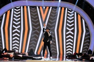 Văn Anh gây 'náo loạn' với vũ đạo Micheal Jackson