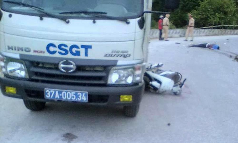 Va chạm xe cảnh sát giao thông, 2 người thương vong