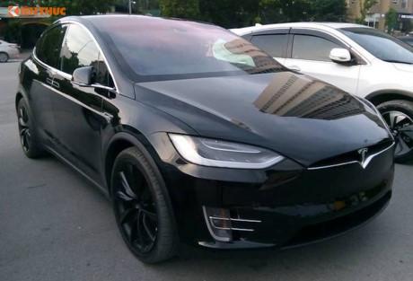 Siêu ô tô điện Tesla Model X 8 tỷ 'dạo phố' Hà Nội