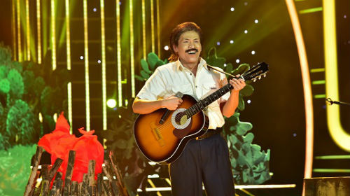 Clip tiết mục hóa thân nhạc sĩ Trần Tiến của Quốc Thiên: