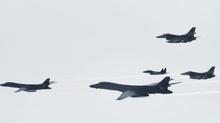 Mỹ điều cặp siêu chiến cơ đến thị uy Kim Jong Un