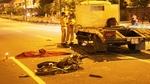 Chạy ngược chiều né chốt cảnh sát, đôi nam nữ đâm xe tải thiệt mạng