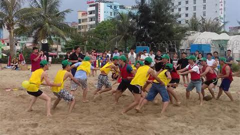 Sầm Sơn: Chơi đông người mất phí tiền triệu
