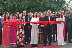 Thủ tướng cắt băng khánh thành trụ sở mới Đại sứ quán Việt Nam tại Hà Lan