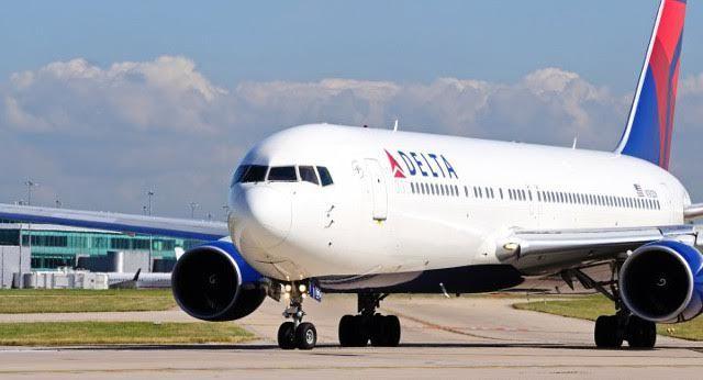 Tiếp viên 'hỗn chiến' với hành khách liều lĩnh phá cửa khi máy bay đang bay