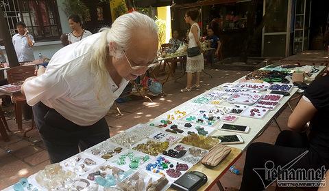 chợ đá quý