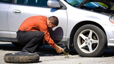 Xử lý nhanh gọn 13 sự cố bất ngờ khi lái xe ô tô