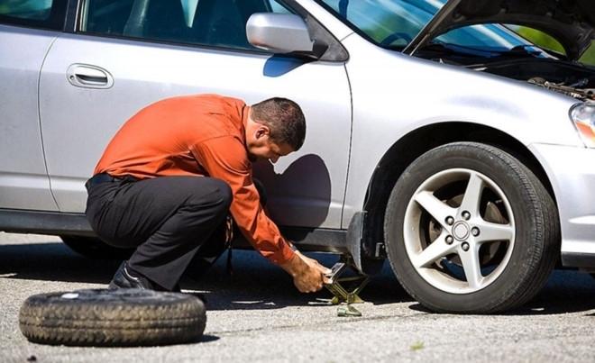 kinh nghiệm lái xe, lái xe, đèn ô tô, lốp xe, lốp ô tô, mất phanh