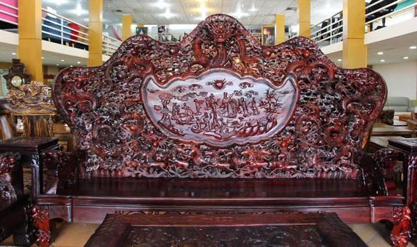 Đại gia Hà Nội chi 13 tỷ sắm bộ bàn ghế Cửu Long Bát Tiên