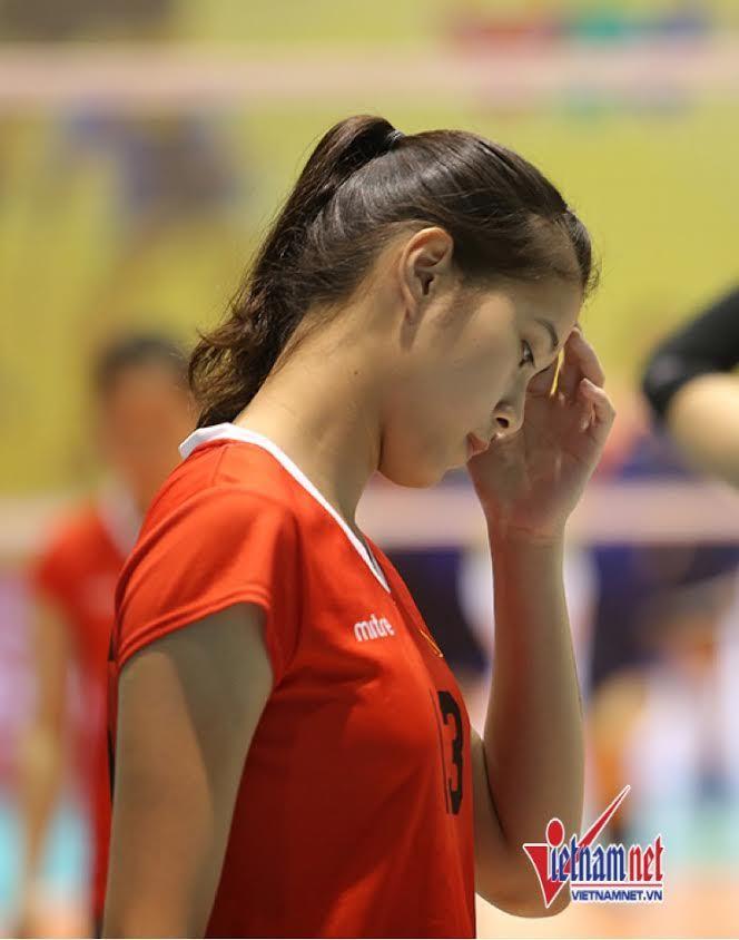 Chân dài 15 tuổi gây sốt ở bóng chuyền nữ VTV Cup 2017