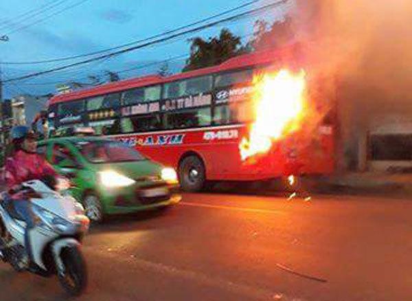 xe khách, cháy xe khách, Đắk Lắk, quốc lộ, an toàn giao thông