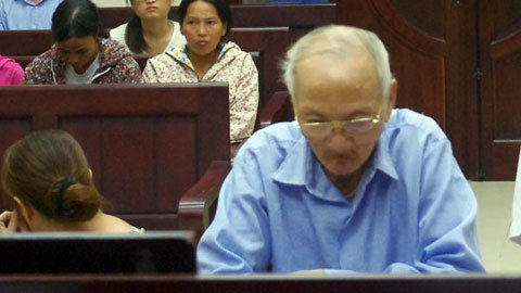 Tranh chấp đất, cụ ông 73 tuổi đâm chết em trai lĩnh 14 năm tù
