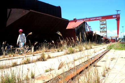 Thảm cảnh phía trong nhà máy đóng tàu nghìn tỷ bên bờ phá sản