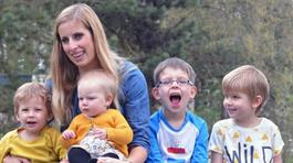 """Bà mẹ """"siêu nhạy"""", sinh liền tù tì 4 đứa dù dùng đủ biện pháp ngừa thai"""