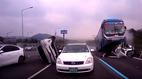 Tai nạn kinh hoàng trên cao tốc, xe buýt nghiền nát ô tô