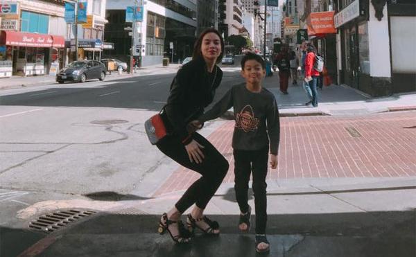 Hồ Ngọc Hà và con trai SuBeo tung tăng vui chơi ở Mỹ