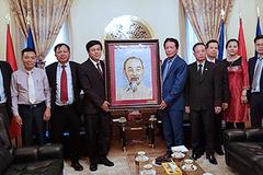 Thứ trưởng Hoàng Vĩnh Bảo thăm Đại sứ quán Việt Nam tại Cộng hòa Séc