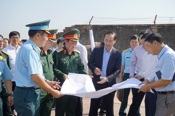 sân gofl, sân bay Tân Sơn Nhất, Đại tướng Ngô Xuân Lịch, Bộ trưởng Quốc phòng