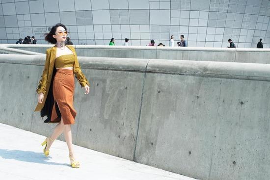 Ngọc Trinh, Tóc Tiên nổi bật với trang phục sặc sỡ