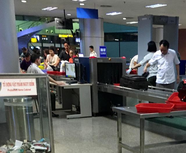 'Hot girl' bị cấm cửa tại sân bay Nội Bài vì vi phạm an ninh