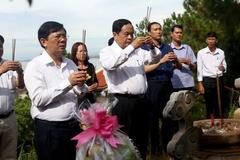 Chủ tịch MTTQ Việt Nam viếng mộ Đại tướng Võ Nguyên Giáp