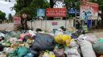 Hà Tĩnh yêu cầu xử lý vụ rác thải bủa vây trường, ngập phố