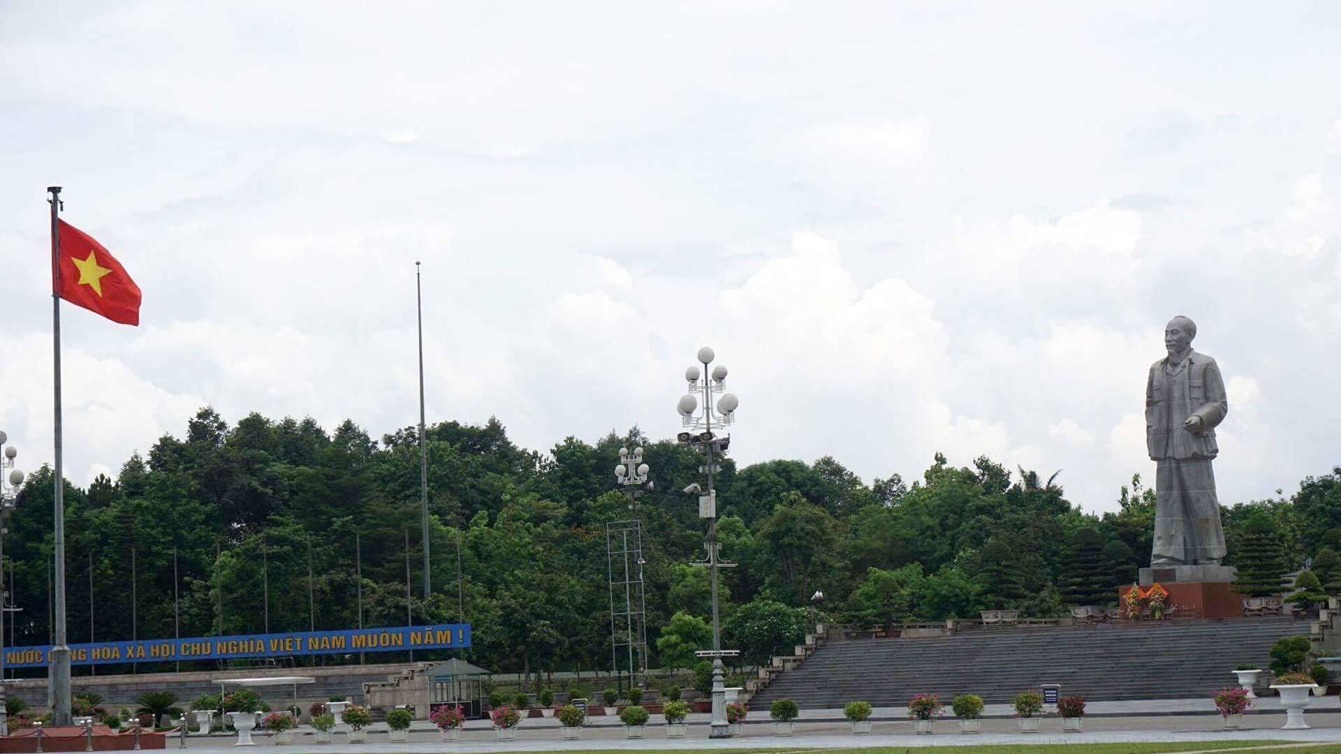 tượng đài, Chủ tịch Hồ Chí Minh, Quảng Bình, tượng đài Chủ tịch Hồ Chí Minh