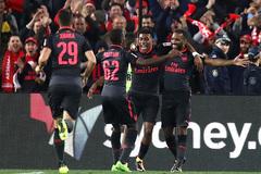 """""""Bom tấn"""" Lacazette ghi bàn ngay trận ra mắt Arsenal"""