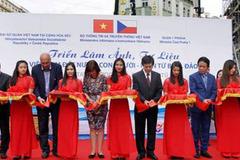 Triển lãm về biển đảo đầu tiên được tổ chức ở nước ngoài