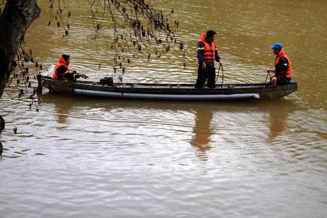 Vượt sông hái măng, 5 người bị nước nhấn chìm mất tích