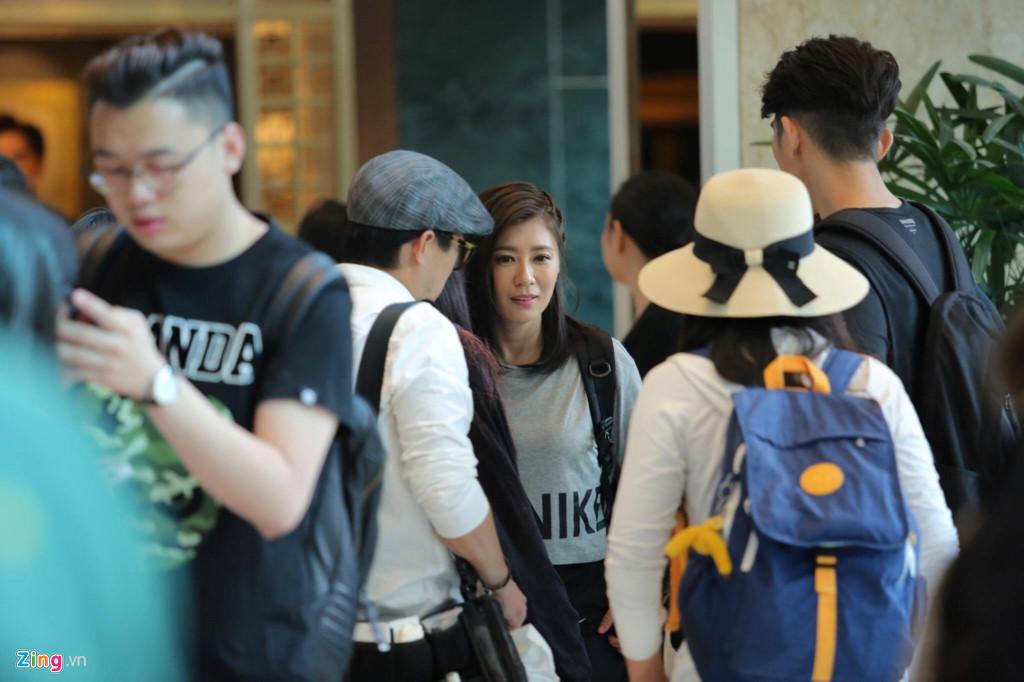 Vợ chồng 'Triệu Mẫn' Giả Tịnh Văn xuất hiện tại Sài Gòn