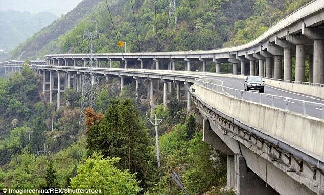 cầu tàu lượn, cầu đáng sợ nhất thế giới, cầu Ganhazi, Trung Quốc