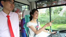 Cô dâu 'bá đạo' quyết tự lái xe buýt về nhà chồng
