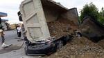 Xe tải đè bẹp xế hộp, một người tử vong ở Nam Định