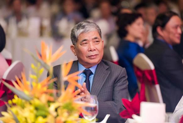 Điếu cày của đại gia Thanh Thản, bộ ghế 13 tỷ về tay chơi Hà Thành