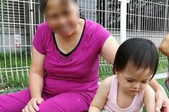 """Cô chủ sống ở chung cư cao cấp khổ vì osin đánh con, cho ăn kiểu """"mớm mồi"""", trốn việc đi gom đồng nát"""