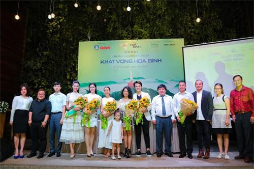 Sao Việt cất cao tiếng hát tại Nghĩa trang liệt sĩ Trường Sơn
