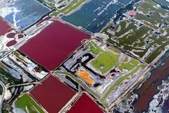 Ngắm hồ muối kỳ lạ khoe hàng triệu sắc màu