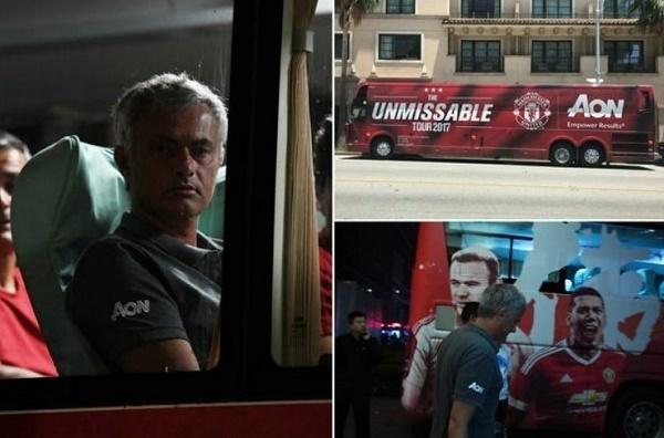 """Mourinho dẹp """"sao bự"""" ở MU, Ronaldo mất hết bạn bè"""