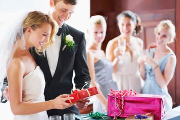 Khách mời đến dự đám cưới cũng phải lịch thiệp!