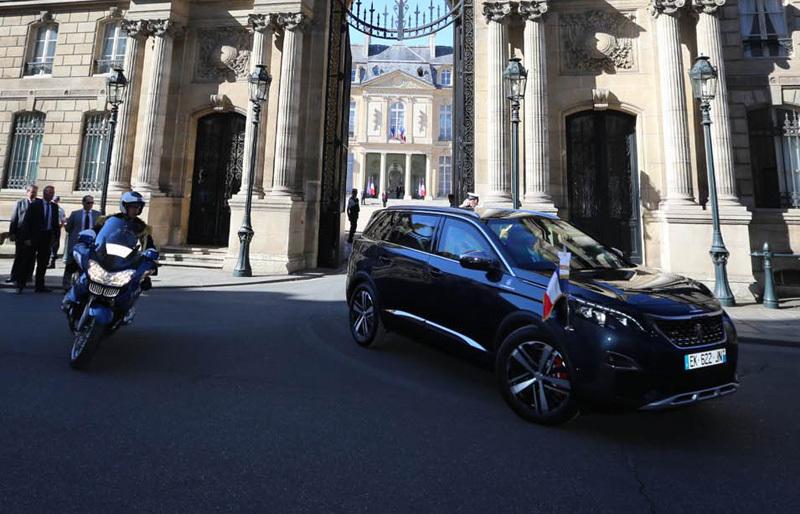 Tổng thống Pháp diễu hành bằng Peugeot 5008 tối tân nhất thế giới