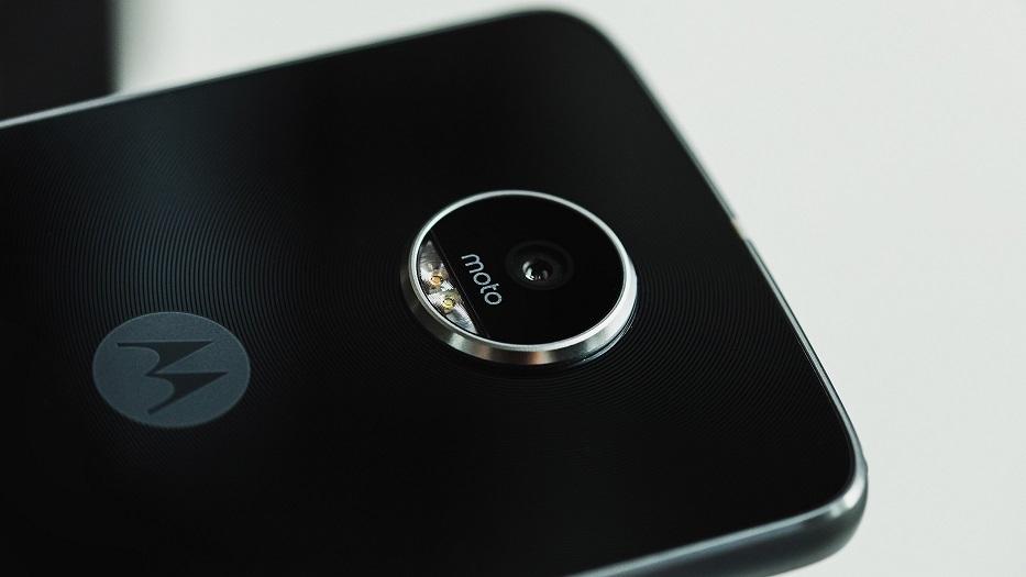 Motorola Z2 Play lên kệ tại Việt Nam, giá 11 triệu đồng