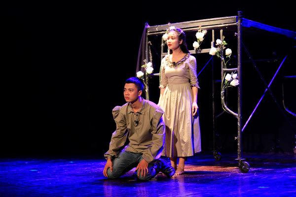 Romeo và Juliet, Trung Anh, Người phán xử, Làng Sao