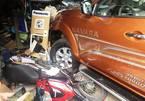 Xe bán tải đâm ô tô, xe máy, nhiều người bị thương ở Sài Gòn
