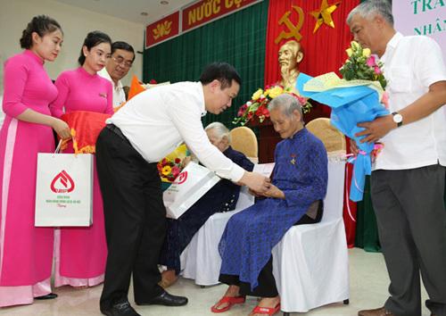 Phó Thủ tướng Vương Đình Huệ tri ân các anh hùng liệt sĩ