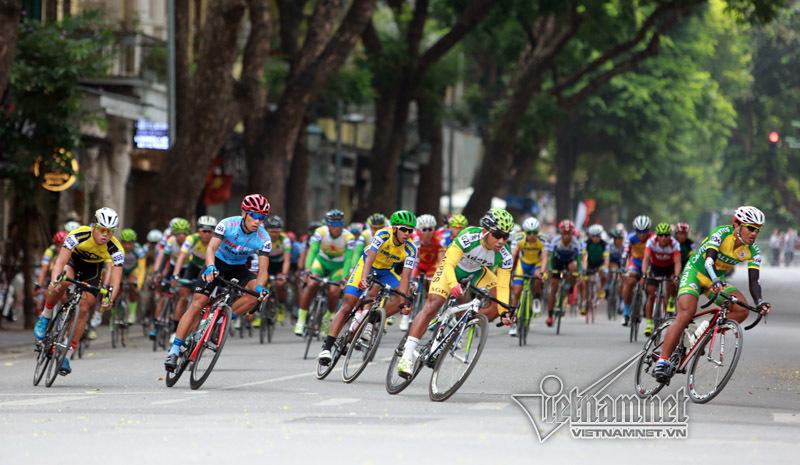 Đội đua TP Hồ Chí Minh thắng lớn chặng 1