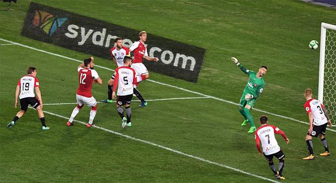 Arsenal, Giroud, giao hữu quốc tế