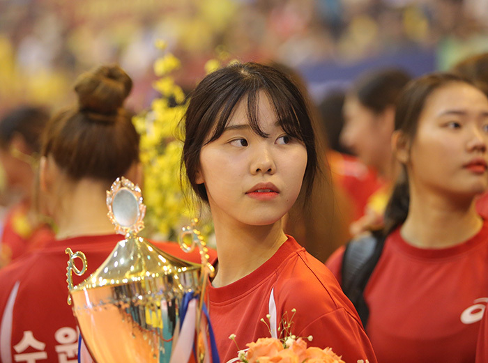 Ngắm vẻ đẹp chân dài xứ Hàn đoạt giải Hoa khôi VTV Cup